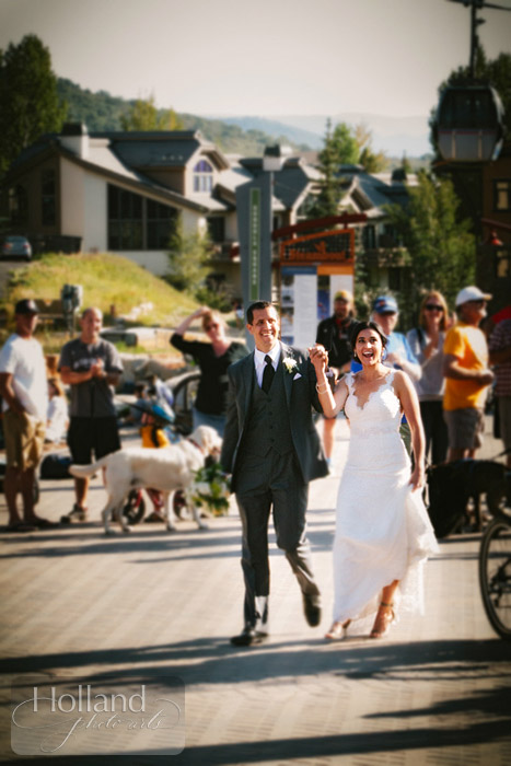 Crowd cheers at L&R's Steamboat Springs wedding